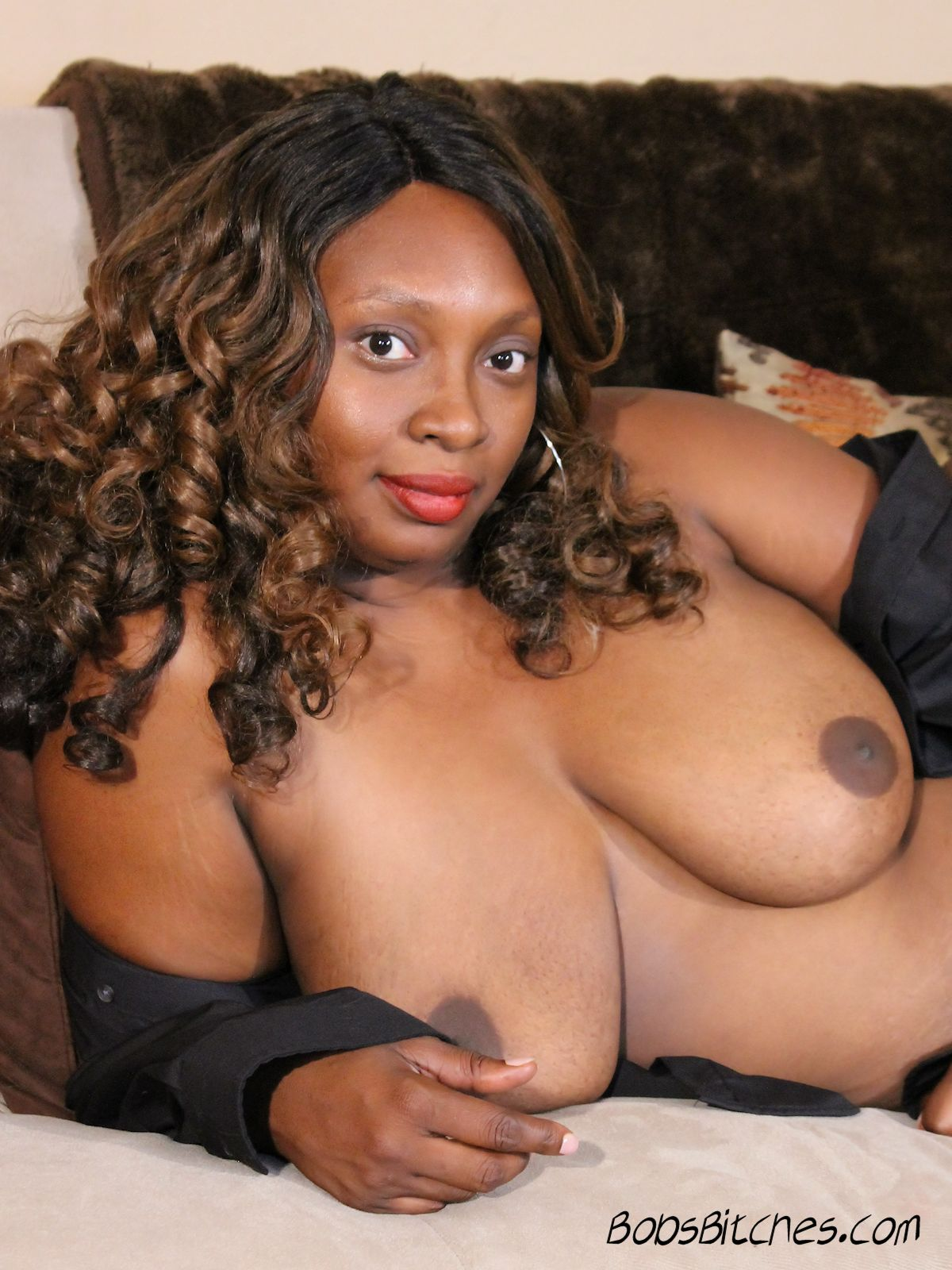 Thick lipped, ebony swinger mom, exposes her all natural fun bags.